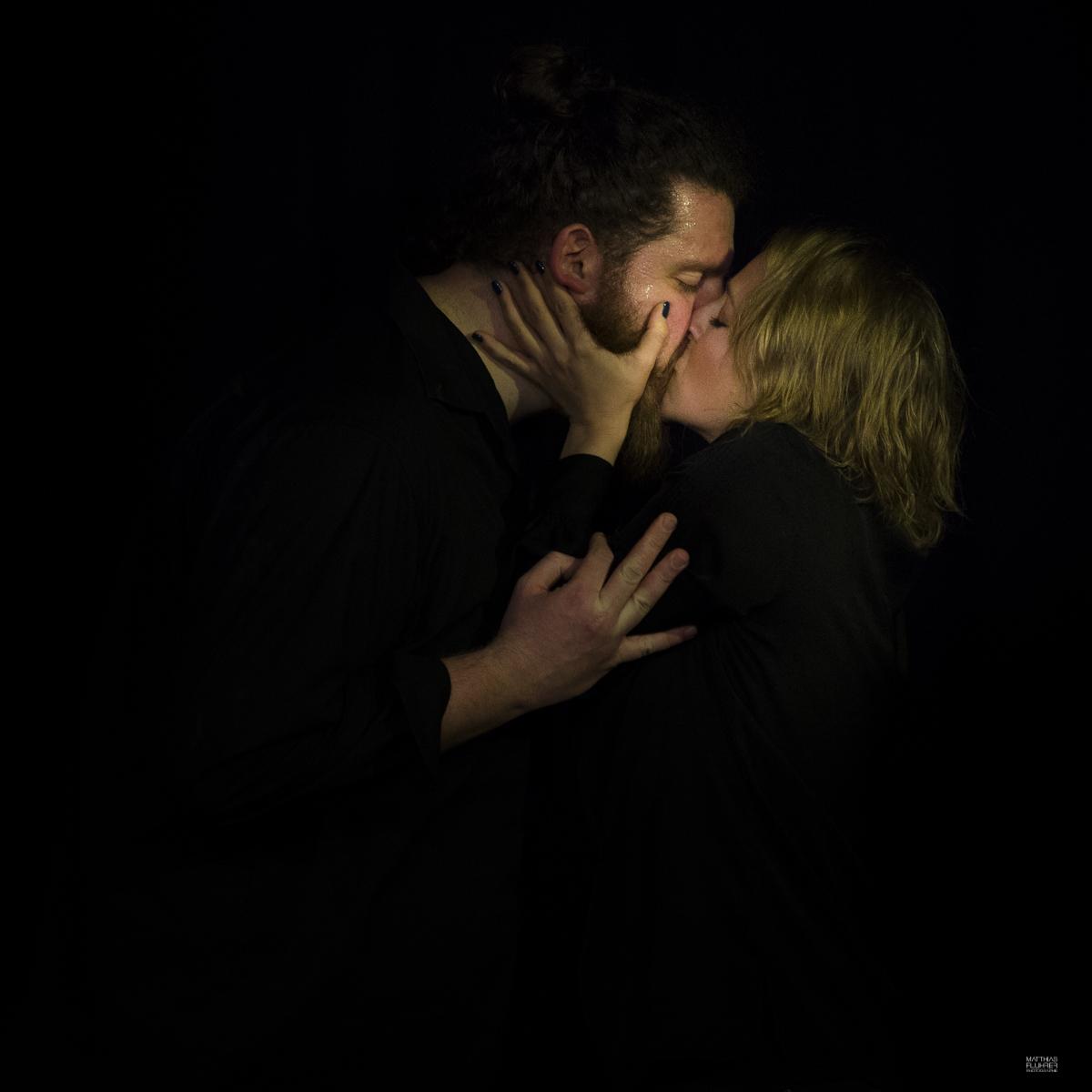 Our Lives: Milestones / Marta Borges beim ersten Kuss / Foto: Matthias Fluhrer